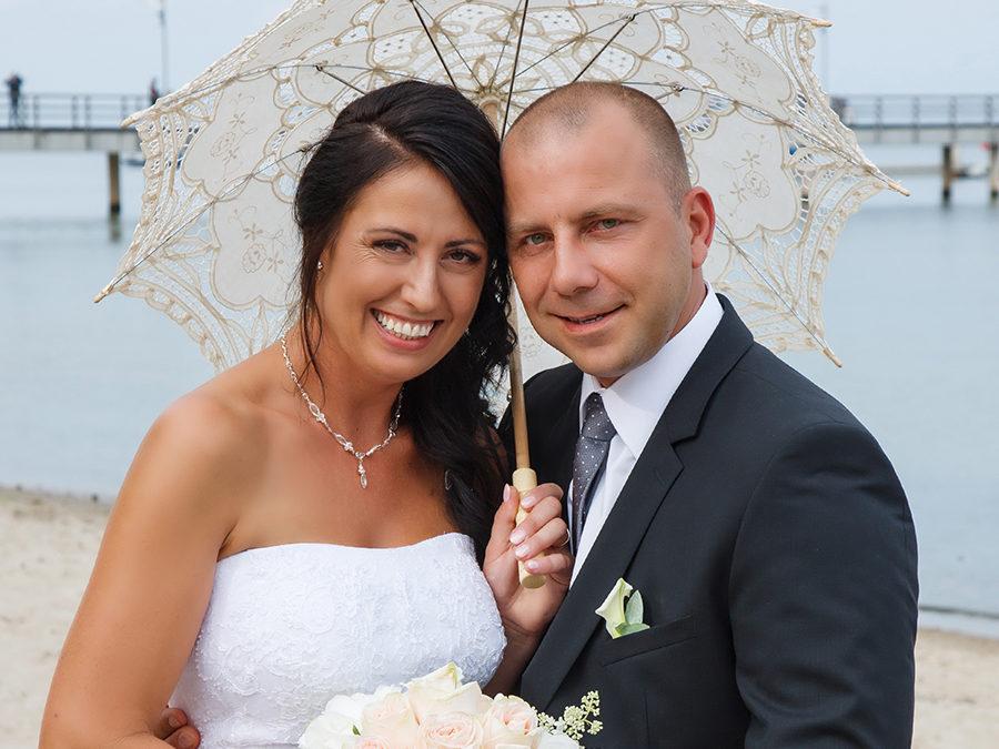 Zdjęcia ślubne, sesje ślubne w Rumi- sesja na plaży zbliżenie młodej pary, fotografia slubna, fotografia ślubna, sesje dziecięce, sesje komunijne, sesje ślubne, zdjęcia ślubne