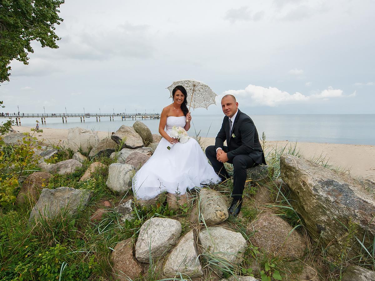 Zdjęcia ślubne, sesje ślubne w Rumi- urocza sesja na plaży z widokiem na molo